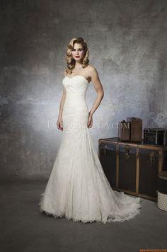 Klassische trägerlose A-linie Brautkleider aus Spitze mit Schleppe