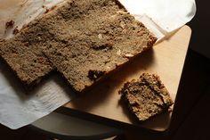 Recept voor muesli repen op Lauriekoek. Op basis van teff dus glutenvrij en ook veganistisch, gezoet met agave siroop.