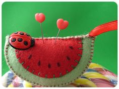felt watermelon pincushion with ladybug Fabric Crafts, Sewing Crafts, Sewing Projects, Diy Crafts, Felt Food, Penny Rugs, Wool Applique, Sewing Accessories, Felt Diy