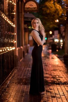Charlotte, NC Photographer - An urban night portrait with off camera flash and rain! Girl Photography Poses, Urban Photography, Night Photography, Street Photography, Winter Senior Pictures, Senior Pics, Street Pictures, Night Portrait, Best Photo Poses