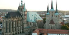 Erfurt Cathedral (Erfurter Dom Sankt Marien) and Church St. Severius, self shot from a Ferris Wheel at the Erfurt Oktoberfest 23rd Sept 2007 von Thuringius lizensiert durch public domain