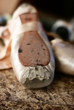 I love these images of weathered, worn down pointe shoes. Ballet has this magical, perfect & polished allure, but this shows the hard work it takes -- what it's really all about. Pointe Shoes, Toe Shoes, Ballet Shoes, Ballet Outfits, Ballet Wear, Ballerina Shoes, Dance Photos, Dance Pictures, Princesa Tutu