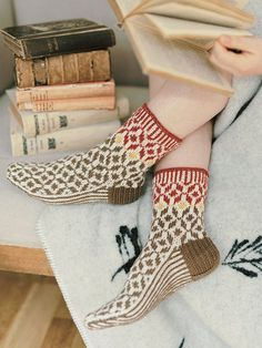 The rich colours and beautiful, nature-inspired patterns make the Harvest socks stand out. They remind us of the passing seasons, when the Nordic nature re-dresses from green to all shades of red, brown and yellow. Woolen Socks, Foot Warmers, Red Plum, Knitting Socks, Knit Socks, Shades Of Red, Mustard Yellow, Pattern Making, Knitting Projects