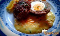 Recept za Ćufte punjene jajima sa sosom od šargarepe. Za spremanje ovog jela neophodno je pripremiti mleveno meso, luk, so, biber, jaja, prezle, peršun, ulje.