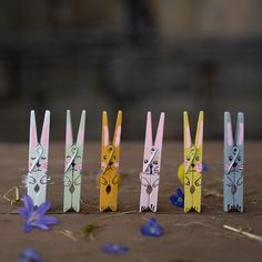 DIY Easter bunny from a clothespin – Modern Happy Easter, Easter Bunny, Spring Arts And Crafts, Diy Craft Projects, Diy Crafts, Wooden Crafts, Diy Frame, Easter Crafts, Holiday Fun