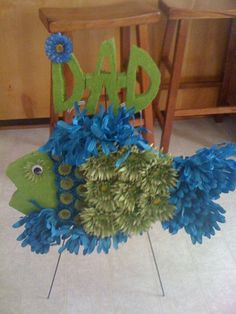 Id like to make this for my sons dads grave Father's Day Flowers, Grave Flowers, Cemetery Flowers, Funeral Flowers, Funeral Floral Arrangements, Flower Arrangements, Ribbon Crafts, Flower Crafts, Cemetary Decorations