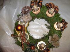 Adventi koszorú átvehető Bp XXIII kerületben Advent, Christmas Wreaths, Table Decorations, Holiday Decor, Home Decor, Decoration Home, Room Decor, Home Interior Design, Dinner Table Decorations