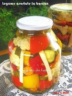 Conopida si broccoli in otetCulorile din Farfurie Canning Pickles, Cheese Danish, Good Food, Yummy Food, Pickling Cucumbers, Romanian Food, Canning Recipes, Vegan Recipes, Vegan Food