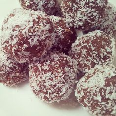 Cacao and chickpea bliss balls