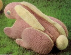 VINTAGE LYING DOWN RABBIT MOM & BABY CUDDLY TOY SIZE 30CMS 4PLY KNITTING PATTERN