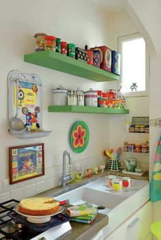 Vintage Kitchen - You finally have that home to call your own. It's perfect, yet that kitchen is a bit tiny, but you are going to make it work in your own awesome way. There are so many different small kitchen design and decor… Continue Reading → Cute Kitchen, New Kitchen, Kitchen Interior, Vintage Kitchen, Kitchen Ideas, Kitchen Tile, Vintage Tile, Kitchen Trends, Green Kitchen