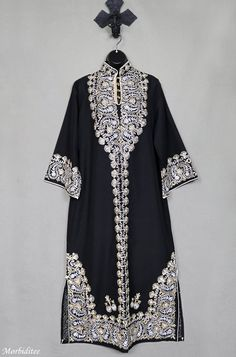 Your place to buy and sell all things handmade Kaftan Style, Caftan Dress, Wedding Dress Backs, Antique Clothing, African Print Fashion, Celebrity Look, Linen Dresses, Pakistani Dresses, Hijab Fashion