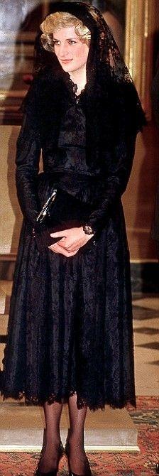 Kate Middleton: From Berkshire to Buckingham: Diana, Princess of Wales Lady Diana Spencer, Kate Middleton, Princesa Diana, Ny Dress, Below The Knee Dresses, Prinz Charles, Diana Fashion, George Vi, Princess Of Wales