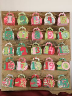 FREE cut file My Crafty Life...: Freebie - No Glue Purse Favour Box! makes excellent advent.