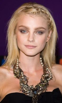 Toss that hair into Jessica Stam attended quot;The Jessica Stam gets her hair did corkscrew-shaped hair Jessica Stam Hair jessica . Plaits Hairstyles, Down Hairstyles, Cute Hairstyles, Jessica Stam, Grunge Hair, Bridal Makeup, Her Hair, Beauty Women, Necklaces