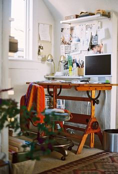 beautiful desk... Mom, can I have your drafting table?
