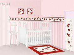 A faixa decorativa em tecido de joaninhas tem cores mais fortes, ganhando destaque quando utilizada com papel de parede em tons de rosa claro. Fugindo dos padrões mais comuns como fadas e borboletas, a faixa de joaninha dá um toque especial no quarto do bebê, trazendo diversão, beleza e charme.