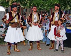 Macedonia - evzones on the road of Sitaria villlage, pan-macedonian gathering, Florina, Macedonia, Greece - Pic by Billwander Greek Traditional Dress, Traditional Outfits, Dance Costumes, Greek Costumes, Greek History, Minoan, Thessaloniki, People Of The World, Dance Dresses