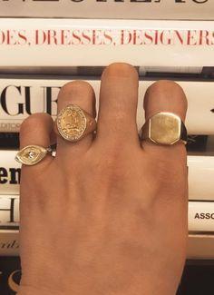 bagues femme or Weiblicher Siegelring; Cute Jewelry, Gold Jewelry, Jewelry Box, Jewelry Accessories, Fashion Accessories, Fashion Jewelry, Fashion Ring, Trendy Jewelry, Summer Jewelry