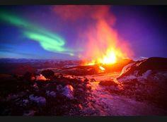 Un feu + une aurore boréale = super paysage
