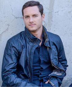 Jesse is so good looking!