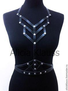 Leather Harness, Leather Belts, Leather Jewelry, Leather Craft, Fetish Fashion, Gothic Fashion, Moda Medieval, Leather Accessories, Leather Fashion