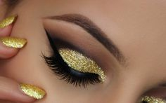 Make up occhi Capodanno glitter cut crease Glam Makeup, Glitter Eye Makeup, Sparkly Eyeshadow, Dramatic Makeup, Makeup Tips, Casting Mannequin, Eyeliner, Beginners Eye Makeup, Eye Makeup Tutorials