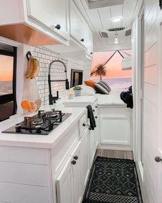 Van Conversion Kitchen, Van Conversion Interior, Camper Van Conversion Diy, Sprinter Van Conversion, Bus Living, Tiny House Living, Kombi Home, Camper Makeover, Camper Life