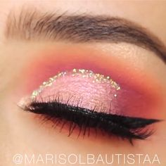 glitter eye makeup Loving these jelly shadows! Pink Eye Makeup, Glitter Eye Makeup, Eye Makeup Tips, Glam Makeup, Eyeshadow Makeup, Eyeshadow Guide, 1920s Makeup, Makeup Products, Gorgeous Makeup