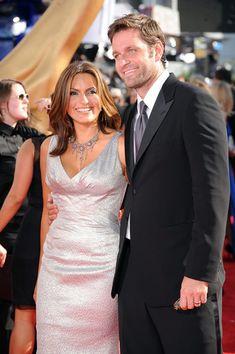 Mariska Hargitay and Peter Hermann how freakin gorgeous are they?!