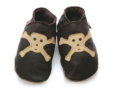 €24.90 Merirosvo tossut (ruskea) 4v tai isompi Cut Jeans, Pirates, Children, Kids, Baby Shoes, Slippers, Gucci, Boots, Clothes
