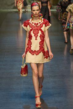 Milan Fashion Week: Dolce & Gabbana Spring / Summer 2013 Ready-to-Wear Diy Fashion, Runway Fashion, Ideias Fashion, Fashion Show, Fashion Outfits, Fashion Design, Milan Fashion, Dolce & Gabbana, Style Russe