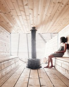 Avanto Architects completes Loyly Sauna for the coastal park in Helsinki, Finland. This Waterfront public sauna will be a part of Helsinki park in Finland. Helsinki, Architecture Design, Sustainable Architecture, Healthcare Architecture, Saunas, Pool Indoor, Bathing Photos, Modern Stoves, Soho Farmhouse
