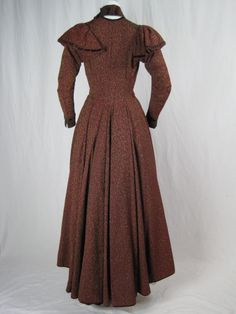 Maternity day dress, 1880 I'm guessing that the pleats on the front were used to mask pregnancy. Tied at the waist:
