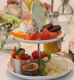 Zum Frühstück bekam jede Freundin ihre eigene Etagere mit kleinen Frühstücksköstlichkeiten. Leer gefuttert und schnell gespült, wurde es zum schönen Gastgeschenk.