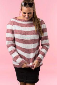 36578f4d Gratis strikkeopskrift på yderst blød og let sweater strikket i en  kombination af Mayflower Easy Care