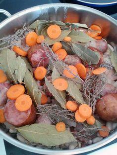 poivre, cuisse de canard, purée, huile, bouquet garni, oignon, porc, Saucisson, ail, lard, haricot sec, saucisse de Toulouse, sel, couenne, carotte