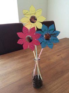 Leuk om cadeau te geven of te krijgen van kindjes http://www.knutselopdrachten.nl/knutselen/bloemen_en_planten/knutselen_bloemen_met_foto.shtml