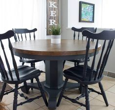 A round dining table makeover by Jenni of Roots and Wings Furniture. Find the most durable finish for a wood top dining room table in this post! Painted Kitchen Tables, Dining Table Makeover, Kitchen Table Makeover, Diy Dining Table, Refinishing Kitchen Tables, Pedestal Dining Table, Wood Tables, Dining Sets, Kitchen Furniture