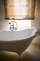 How to paint Clawfoot tub exterior~ Clawfoot tubs are usually covered in enamel paint.