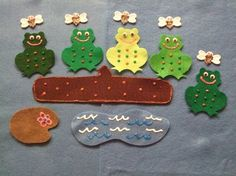 5 little speckled frogs felt story