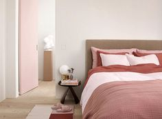 Beautiful pastels in a new palette by H&M Home #design #decor #home #idea #inspiration #room #style #cozy #scandi #scandinavian #pastels #catalogue #bed #bedroom #pink #powder #ruby #color #tone