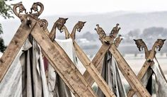 Vikings used tents made of sailcloth and wooden frames for temporary shelter on land. Art Viking, Viking Tent, Viking Camp, Viking House, Viking Life, Larp, Art Scandinave, Zelt Camping, Viking Village