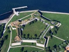 Storm the fort at Castle Island