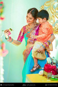Here, you can get the unique and creative photography ideas for your wedding and any occasion. Explore and save the Indian Wedding Photography Ideas. Bridal Silk Saree, Saree Wedding, Wedding Attire, Wedding Album, Wedding Gowns, South Indian Bride, Indian Bridal, Traditional Sarees, Traditional Outfits