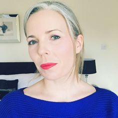 A bright lip with grey hair and I'm ready for the weekend. I have a quick video of how I applied my make up today. So I'll post if I'm brave enough #greyhair #silverhair #authentic #silversisters #greyand40 #midlifestyle #greyhairdontcare