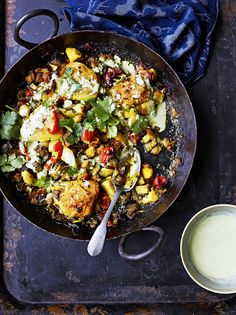 Indian-spiced potatoes with chicken thighs- Jamie Oliver Indian Food Recipes, Ethnic Recipes, Turkish Recipes, Cooking Recipes, Healthy Recipes, Freezer Recipes, Freezer Cooking, Oven Recipes, Freezer Meals