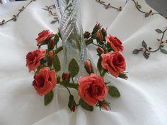 Nasuhpaşa iğne oyası Needle Lace, Flower Crafts, Needlework, Embroidery, Crochet, Flowers, Plants, Facebook, Craft Flowers