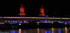 Oberbaumbrücke, die Verbindung von Kreuzberg und Friedrichshain, ist das Wahrzeichen des Bezirks Friedrichshain-Kreuzberg. Hier beim Festival of Lights.  http://besuch-berlin.de