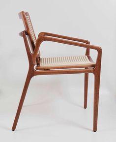 Cadeira Clara / Clara Chair. Design by Tadeu Paisan